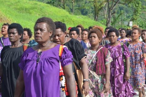 lihirian_women_marching.jpg