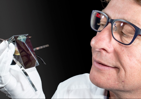 Dr Mark Keevers and colleagues have developed a a new solar cell configuration.