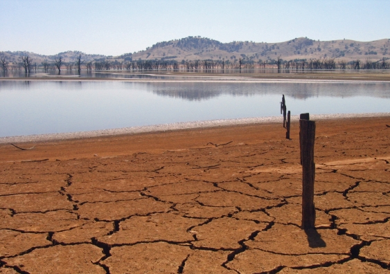 05_a_dried_up_lake_hume_on_the_border_between_new_south_wales_and_victoria.jpg