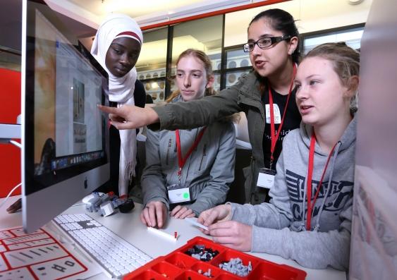 11_high_school_students_do_engineering_pracs_6july2015_1_gturner.jpg
