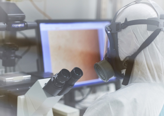 Stuart Turville examining the SARS-CoV-2 virus through the microscope