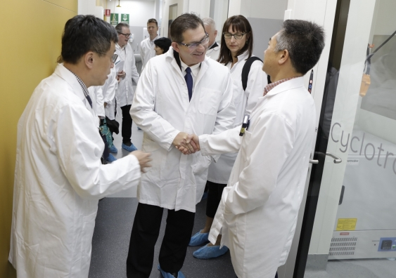 22_medicine_showcase_prof_ian_jacobs_cyclotron_supplied.jpg