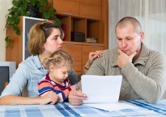23_poor_family_shutterstock.jpg