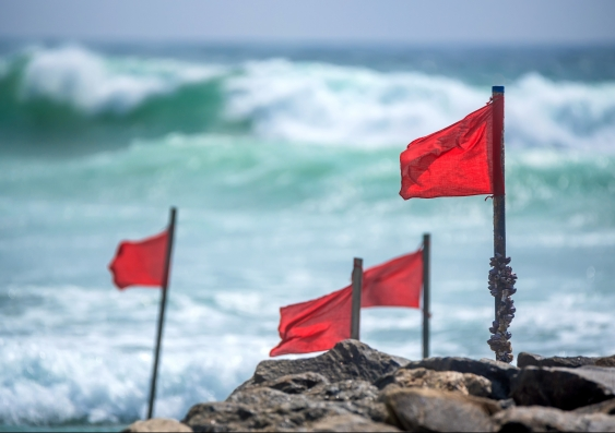 24_red_flags_shutterstock.jpg