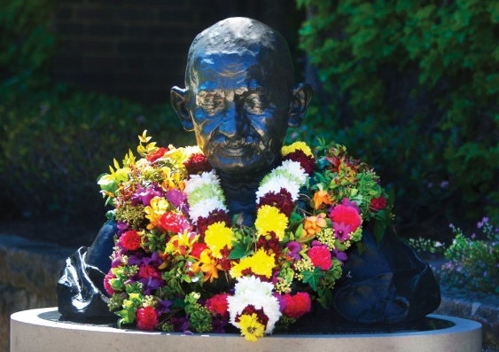 25_gandhi_bust_with_flowers.jpg