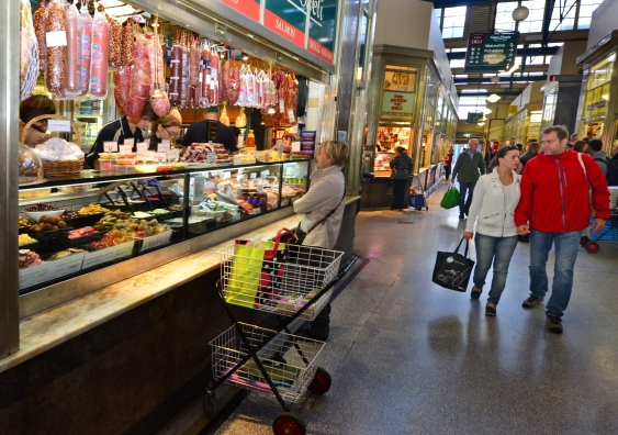 2_shoppers_shutterstock.jpg