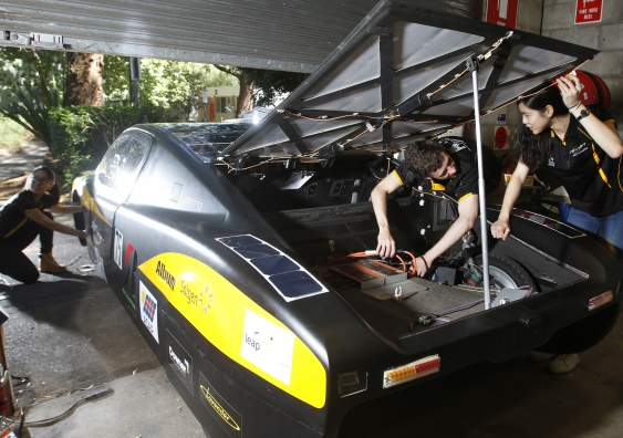30_unsw_solar_car_01_pic_by_quentin_jones.jpg