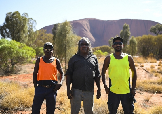 aboriginal people at uluru