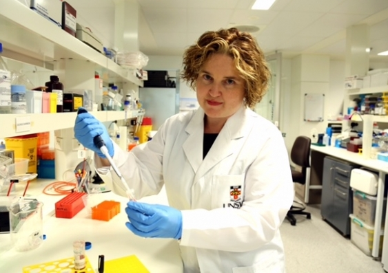 dr_phoebe_phillips_from_the_unsw_lowy_cancer_research_centre_3_002.jpg