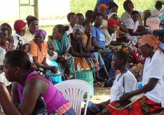 paska_and_women_waiting.jpg