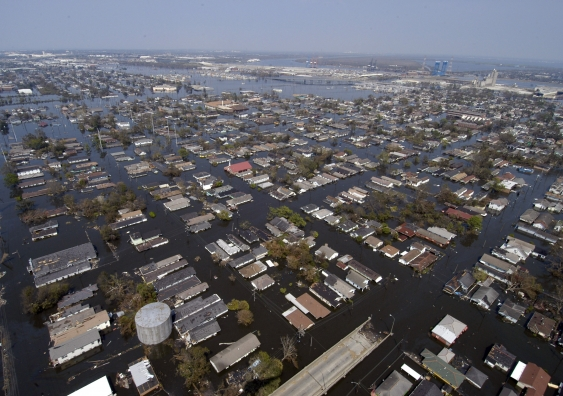 us_navy_050902-n-5328n-228_four_days_after_hurricane_katrina_made_landfall_on_the_gulf_coast_many_parts_of_new_orleans_remain_flooded.jpg