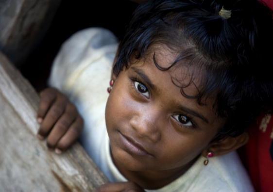 5 Refugee girl2 0