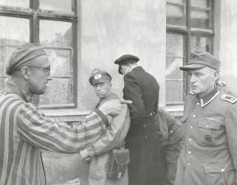 A man points to a Nazi