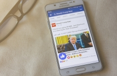 Mobile phone with Facebook news