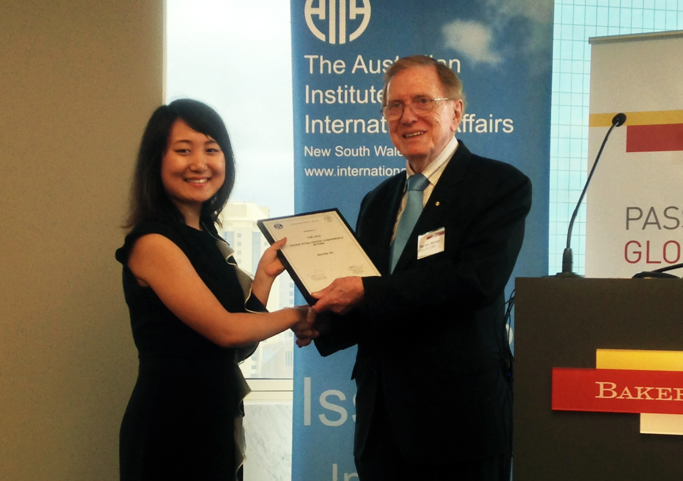Former High Court justice Michael Kirby presents Reyna Ge with the 2016 Peter Nygh Hague Conference Internship from the Australian Institute of International Affairs and the International Law Association.