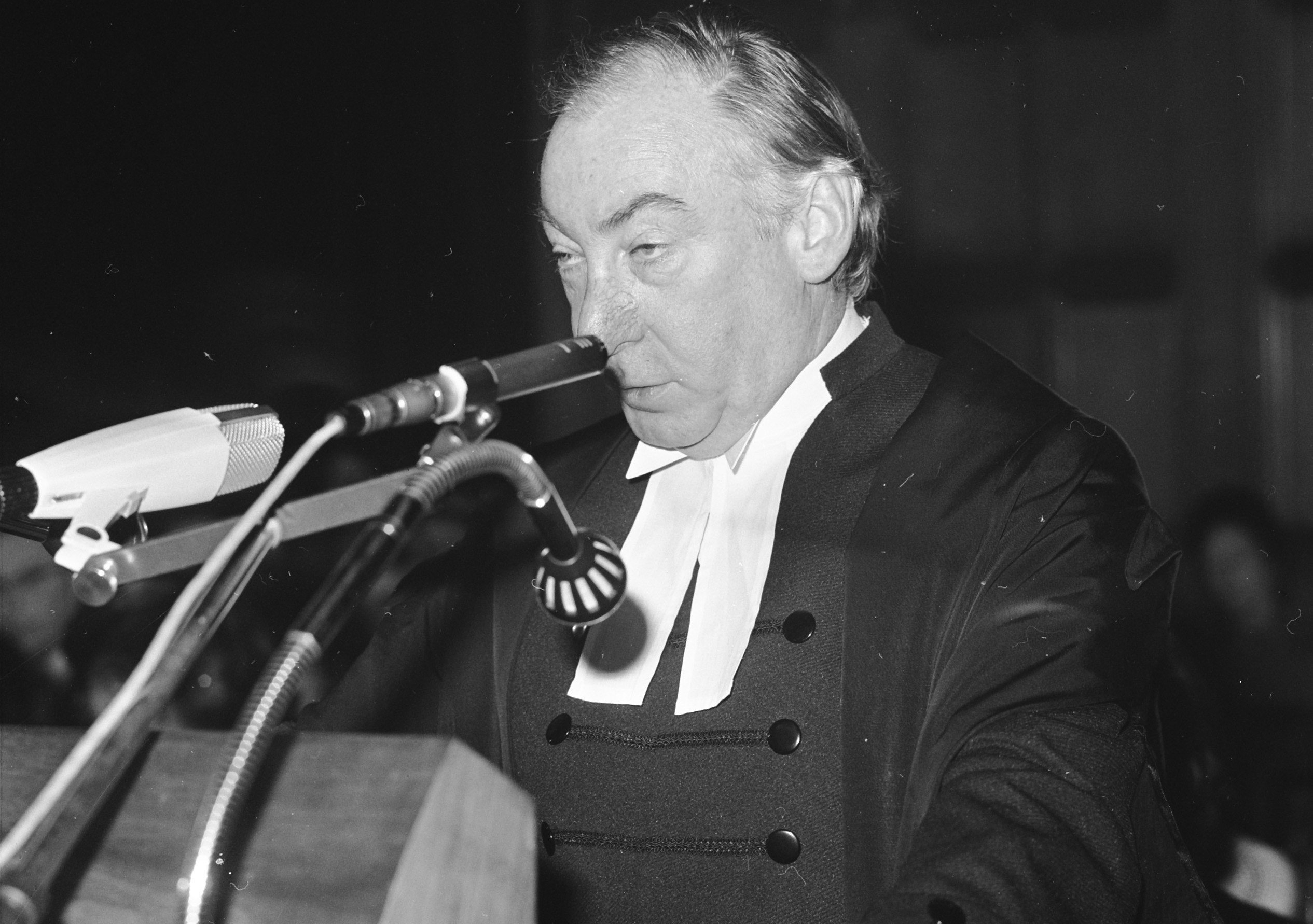 Lionel Murphy speaking at the International Court of Justice (21 May 1973), during the hearing of the Australian complaint about French nuclear test bombing. Photo: Rob Mieremet/GaHetNa (Nationaal Archief NL).