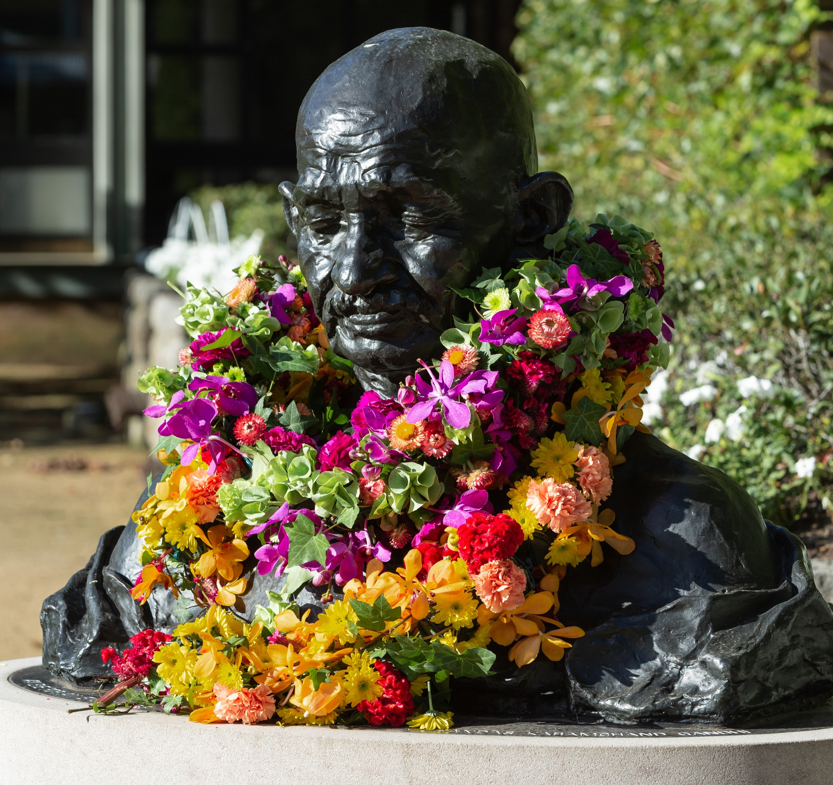 gandhi_bust_with_ceremonial_flowers